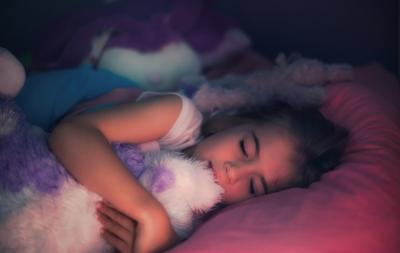 Ghid de somn pentru copil pe vârste: sfaturi utile pentru părinți de la pediatru