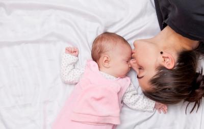 Care este poziția de somn corectă a bebelușului?