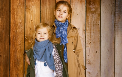 Cum îi alegi haine moderne și utile copilului tău