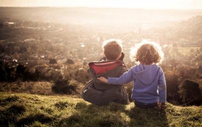 12 obiceiuri părintești care modelează un copil empatic