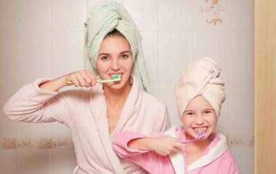 De ce să nu folosești niciodată pasta de dinți a copilului tău