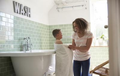 Trucuri de igienă intimă pentru băieți pe care trebuie să le învețe până la 9 ani