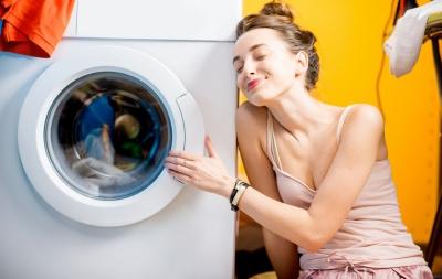 S-a stricat mașina de spălat? Pașii pe care trebuie să îi urmezi