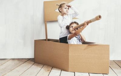 Studii care demonstrează că un copil învață cel mai bine prin joacă și jucării