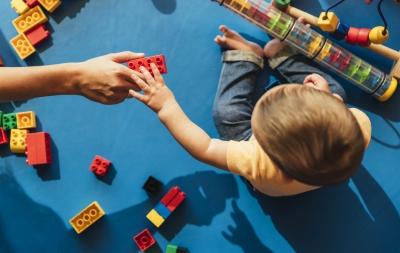 6 criterii pe care o jucărie pentru bebeluși trebuie să le îndeplinească