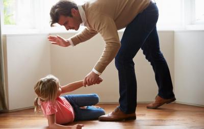Bătaia copilului: 3 efecte dramatice care îi vor afecta viața de adult iremediabil