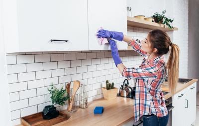 Metode eficiente de curățare a grăsimii din bucătărie
