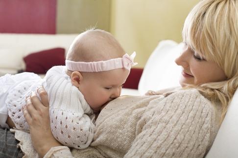 alaptare lapte matern sfaturi intarcat prematur lactatie am lapte suficient bebelus foame la sanul mamei
