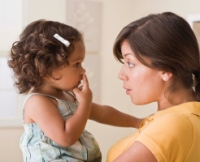 Mama vorbind cu copilul