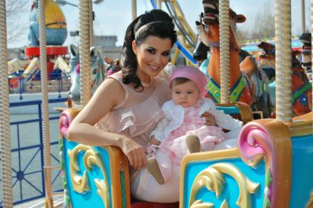 Simona Patruleasa este mamica