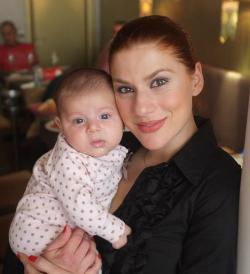 Tili Niculae si fetita ei, Sofia