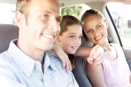copii si parinti in masina
