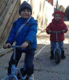 Rafael si fratele lui, pe biciclete