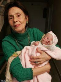 Adriana Iliescu si fetita ei