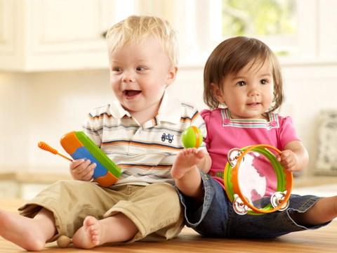 bebelus cu xilofon