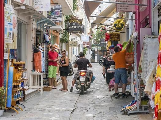 Regula culturala din Grecia: nu ai voie sa critici modul in care este condusa o afacere