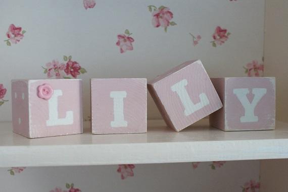 decoratiune din cuburi pentru camera bebelusului