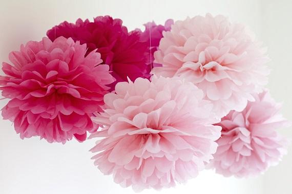 flori din servetele in stil pom-pom
