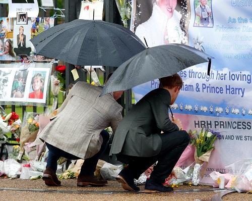 Printul William si Printul Harry comemoreaza moartea mamei lor