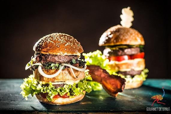 Hamburgeri din carne de strut
