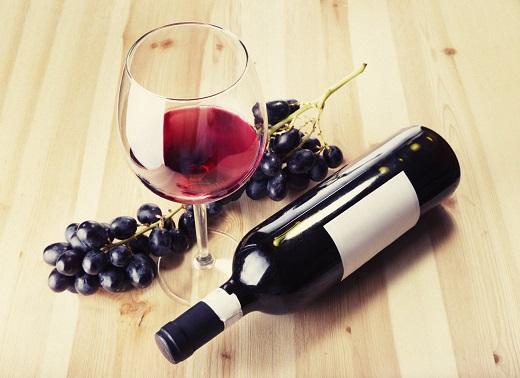 Bauturile alcoolice nu trebuie consumate decat in cantitati extrem de reduse pe durata alaptarii