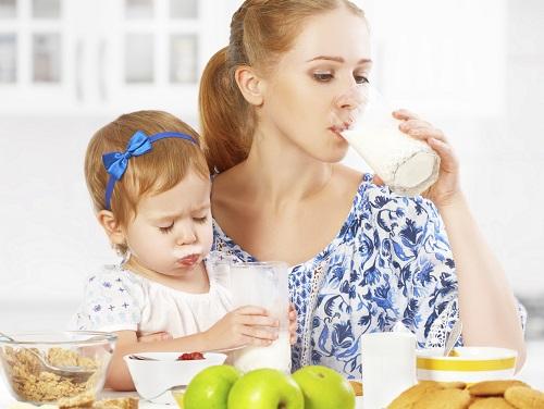 Este bine sa consumi produse lactate cand alaptezi