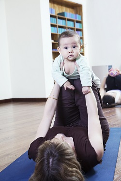 Exercitii tip yoga pentru mama si bebelus