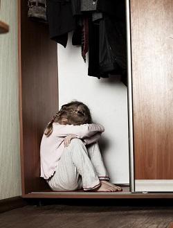 Daca un copil nu se simte in largul lui cat este singur, nu ar trebui lasat singur in casa