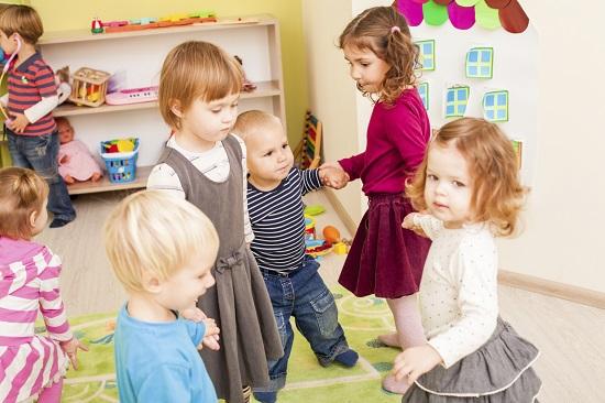 "Joc pentru copii: ""Ingheata!"""