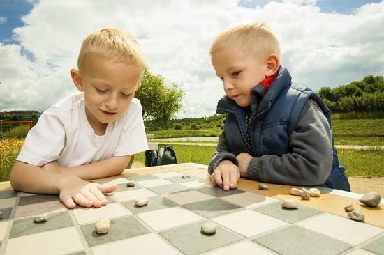 Jocurile de masa pot constitui o activitate de vara