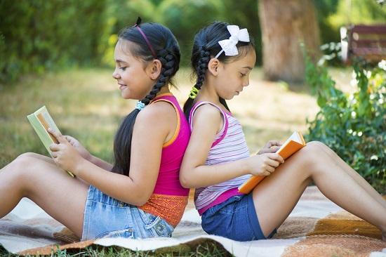 Lectura este o activitate de vara pentru copii