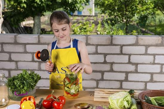 Activitate de vara pentru copii-Sa gatim in aer liber