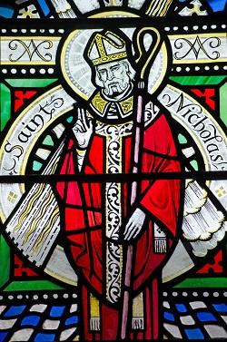 Sfantul Nicolae intr-un vitraliu