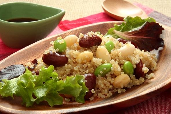 Salata cu quinoa si edamame