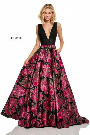 Rochie cu corsetul negru si cu partea de jos inflorata