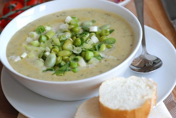 Supa-crema, cu boabe de edamame si ceapa verde