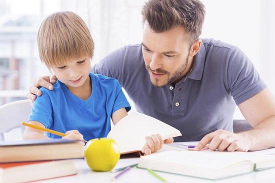 Tatal din zodia Leu se va implica inclusiv in activitatea scolara a copilului sau