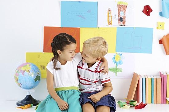 Copiii leagă mai ușor prietenii când ajung la grădiniță