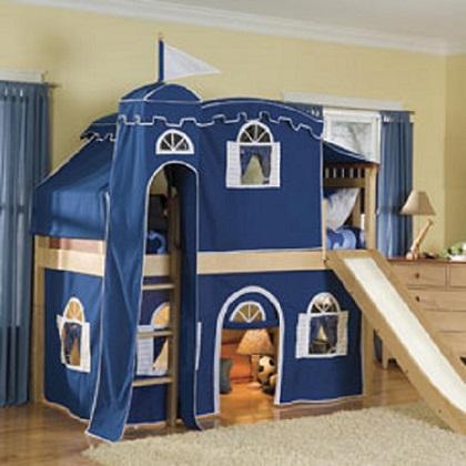 Dormitor cu castel pentru baietei