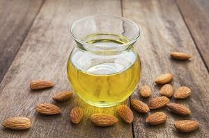 Uleiul de maslin  Uleiul de migdale poate fi utilizat in prepararea unui anticearcan natural