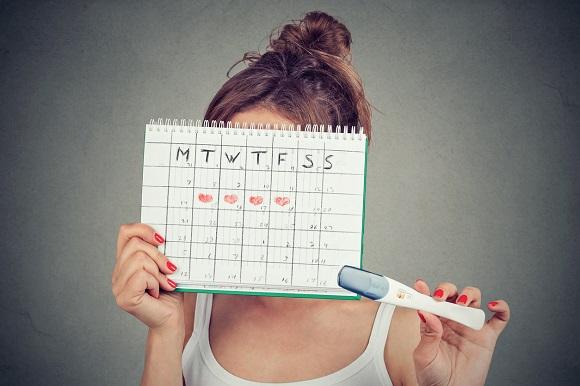 Femeie ce calculeaza zilele in care ar putea sa ramana mai usor insarcinata