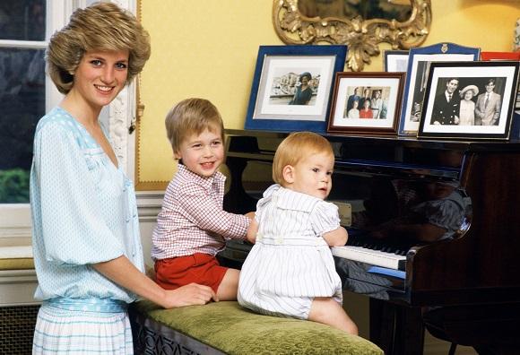 Printesa Diana la pian, alaturi de fiii ei