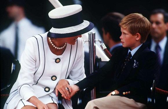 Printesa Diana alaturi de unul dintre fiii ei