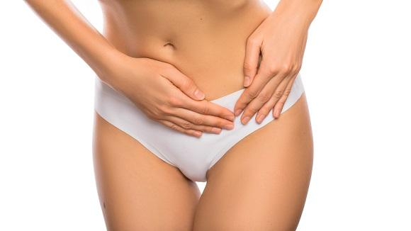 Femeie ce are o senzatie de disconfort in zona inferioara a abdomenului