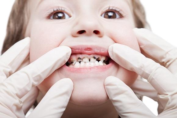 Copil ce este controlat de catre medicul dentist