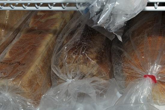 Pastreaza painea toast la frigider