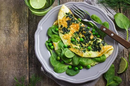 Omleta cu legume este un fel de mancare permis in cazul unei diete de schimbare a metabolismului