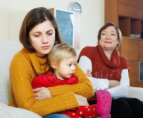 Mama trista din cauza a ceea ce i-a spus soacra/mama ei