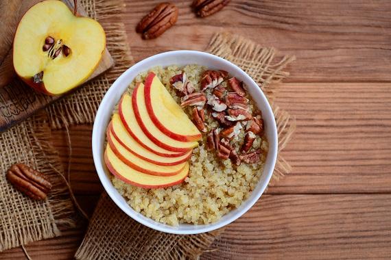 Porridge de quinoa, cu mere