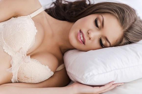 Imagine mit despre sutien: sutienul este obligatoriu chiar si pe timpul somnului daca vrei sani fermi
